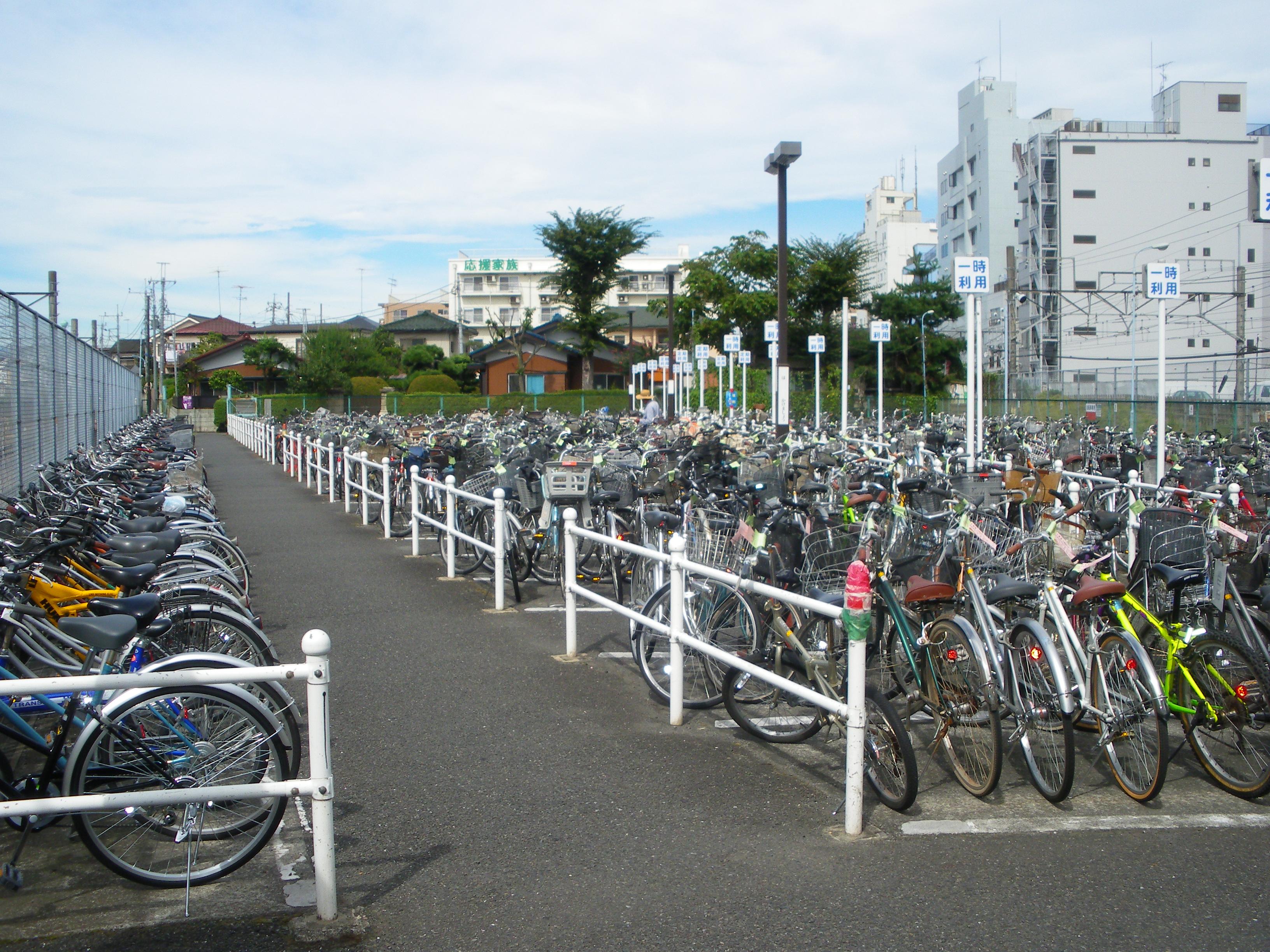 西地下道有料自転車駐車場